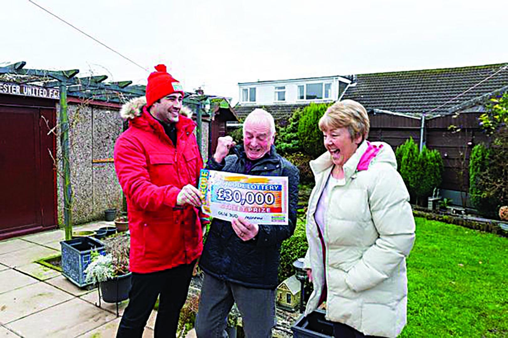 Neighbours win £30k lottery cash